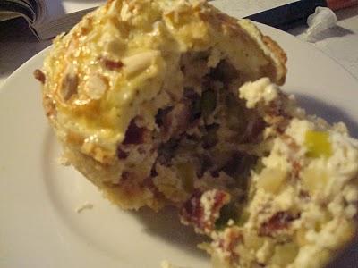 Porretærte med kartoffelbund, parmaskinke og mandler