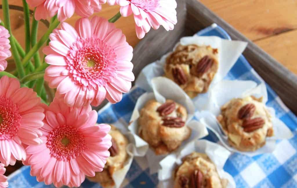 Sunde pecanmuffins med æble og kanel
