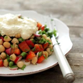 Kikærtesalat med karry/feta-creme – i 2 varianter