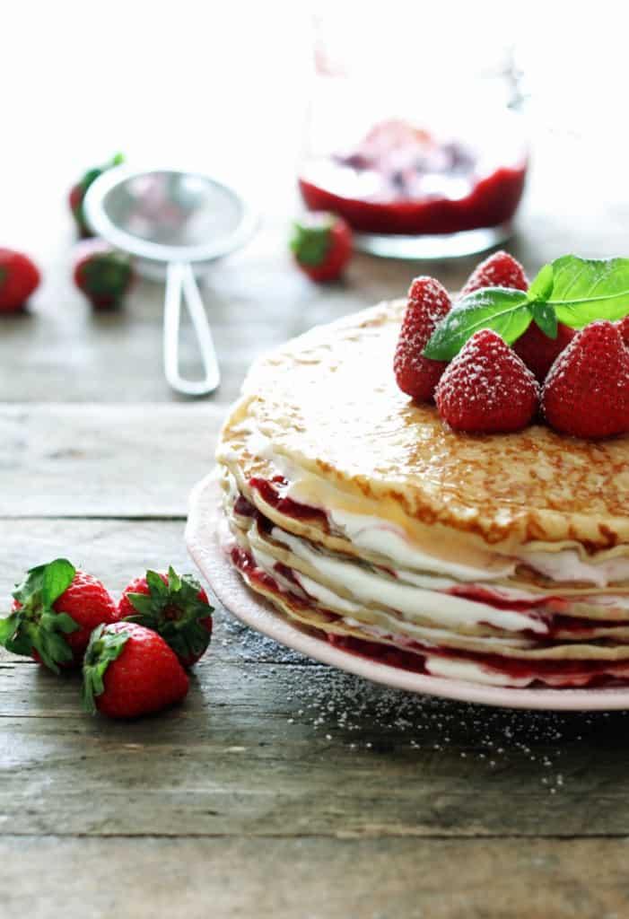 pandekage-lagkage-jordbær-flødeskum