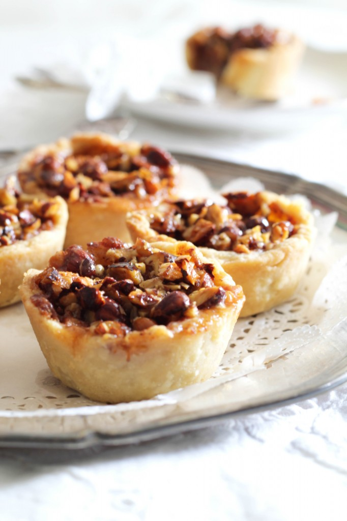 Mini æbletærter med nødde-karamel top