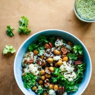 Bagte kikærter og blomkål i quinoa med jalapeno/lime-dressing