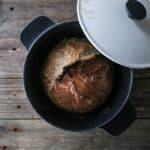 grydebrød - brød i støbejernsgryde - koldthævet - brød i gryde - opskrift (1)