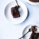 Chokoladekage med rødbede og chokoladeganache med flagesalt - opskrift på chokoladekage