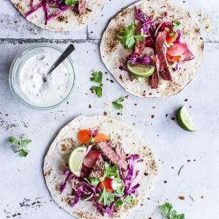 Tacos med syrlig salat, krydret oksekød og jalapenodip - opskrift  (2)