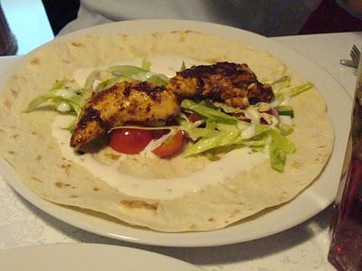 Kebab med kylling og hvidløgsdressing