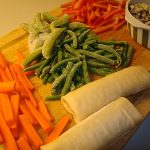 foraarsruller-med-lynstegte-groensager-og-ris