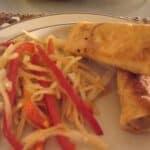 foraarsruller-og-spicy-asiatisk-salat-med-ristede-jordnoedder