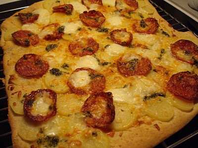speltpizza-med-kartoffel-hvidloeg-og-chorizo