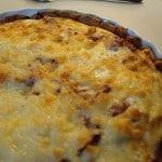 Løgtærte med bacon, timian og ost