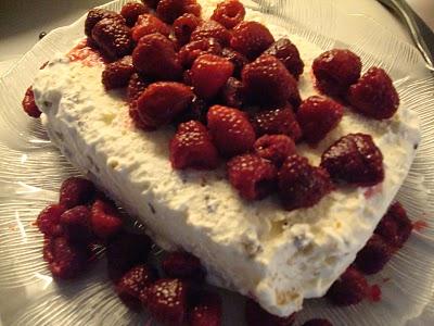 Luftig flødeis med vanilje, makroner og chokolade - nem hjemmelavet is