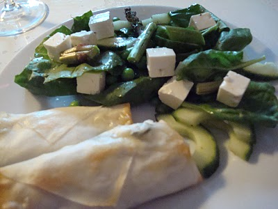 spinatruller-med-groen-salat