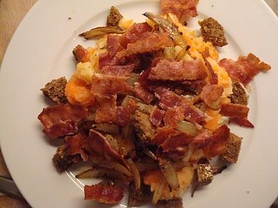 Brændende kærlighed med rodfrugter, løg og bacon