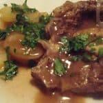 Osso buco i ovn med kartofler,, løg og rødvin - gryderet