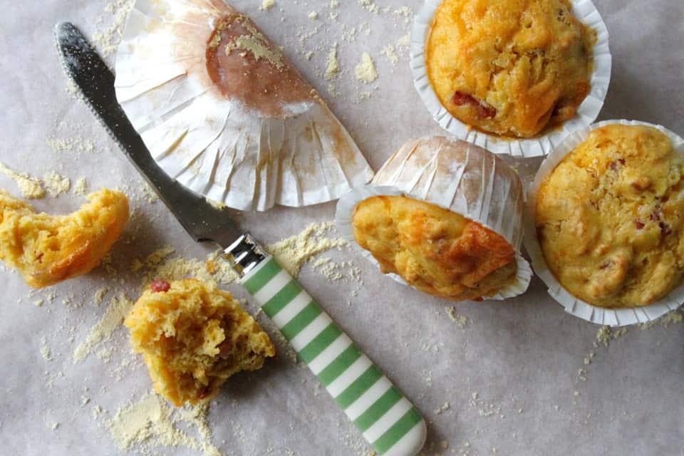 Majsmuffins med cheddar og bacon – perfekt til brunch