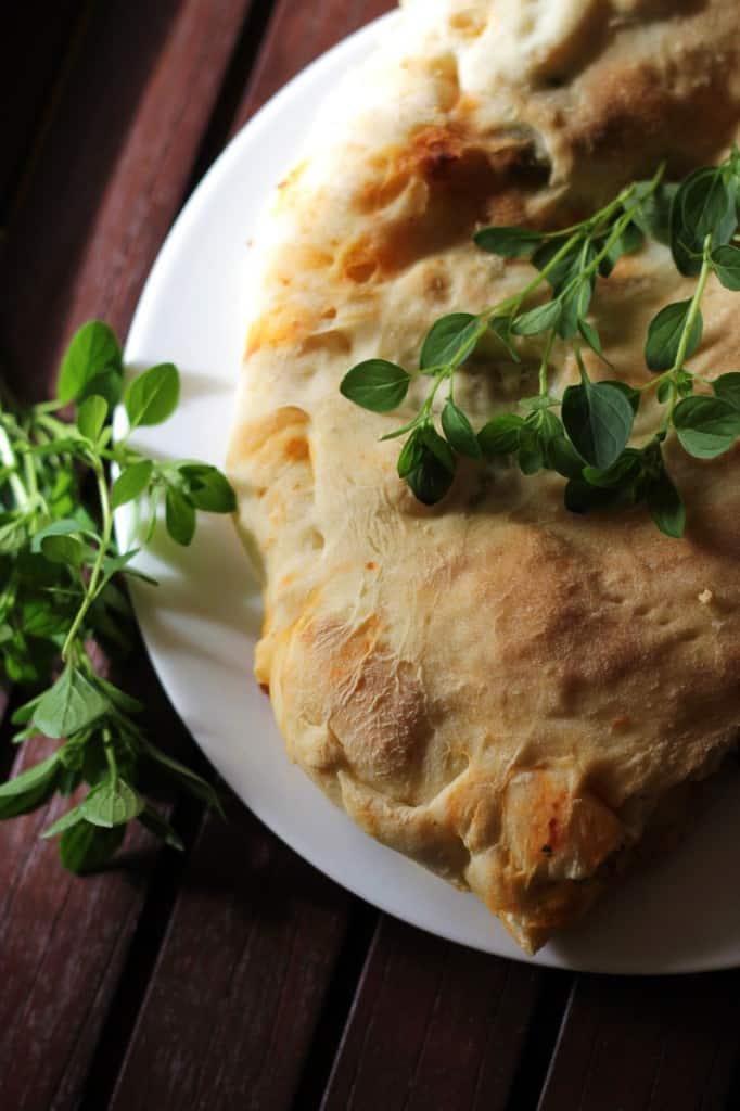 Calzone med skinke, mozzarella and svampefyld
