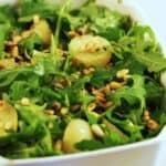Grøn kartoffelsalat - med rucola, pinjekerner og nigellafrø