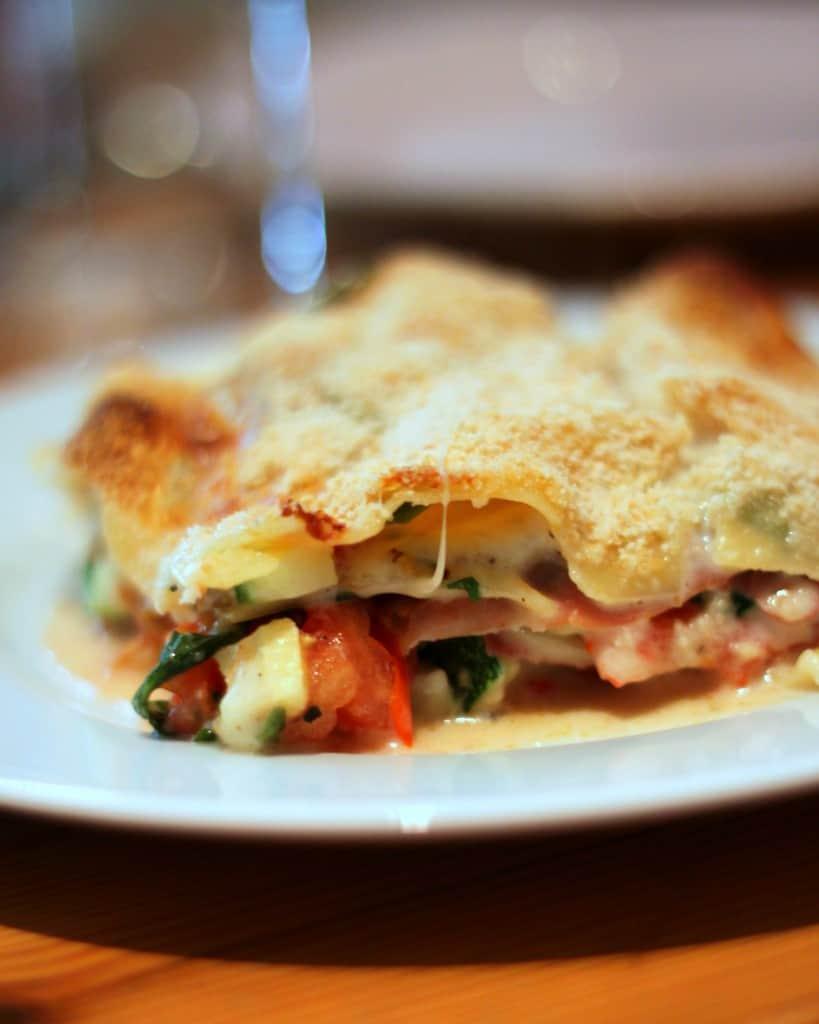 Lasagne med tomater, skinke og mozzarella – sommer-lasagne