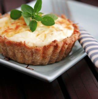 tærte med squash, serranoskinke og oregano
