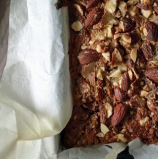 KAGE MED ÆBLE OG KANEL - opskrift på lækker skærekage med æble og kanel