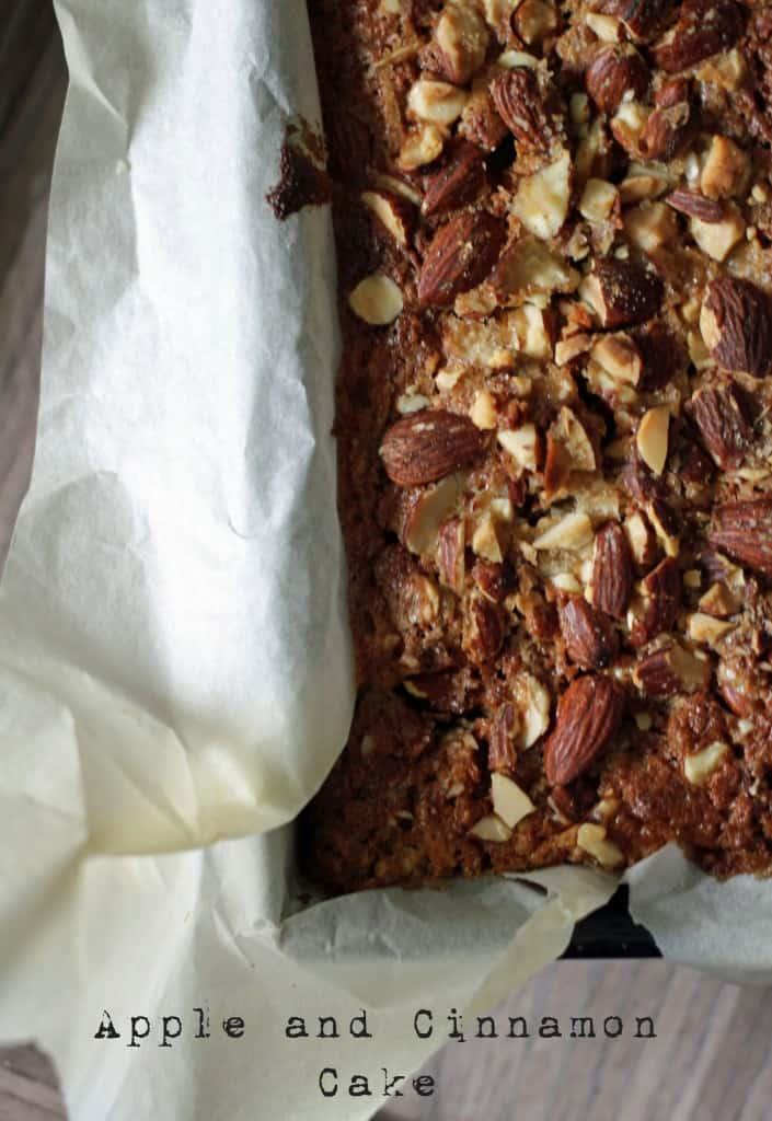 Apple and Cinnamon Cake // Kage med æble og kanel