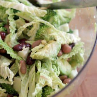 Salat med broccoli, pærer og avocado
