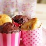 Grove muffins med vanilje og røde stikkelsbær