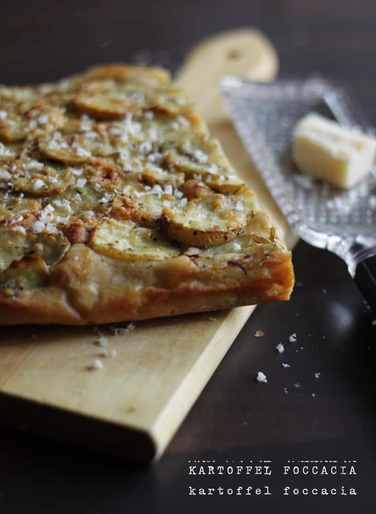Koldhævet foccacia med kartoffel, timian og parmesan