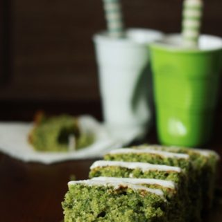 Spinatkage med citronglasur - opskrift på lækker kage med spinat