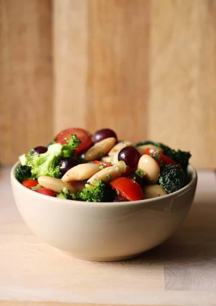 Butterbeans med broccoli, druer og tomat