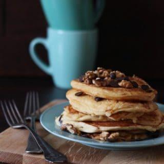 Ricotta-pandekager med kardemomme, chokolade og valnødder