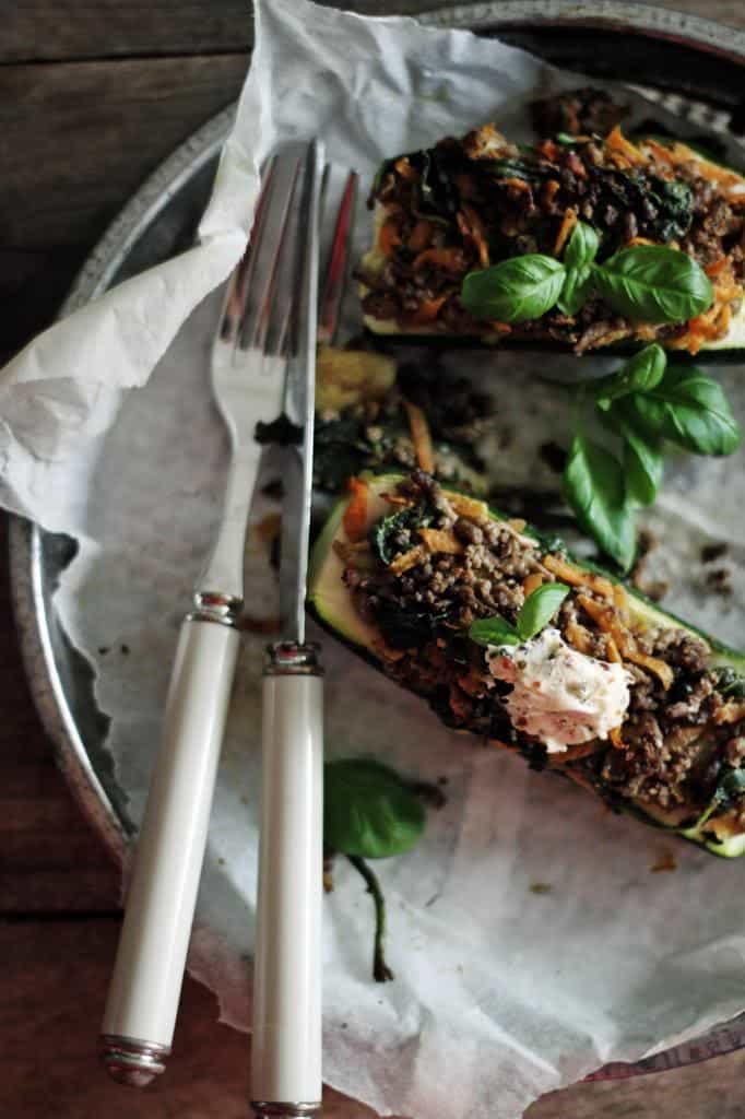 Fyldte squash med oksekød og krydderier - nem aftensmad med squash