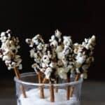 Chokolade-saltstænger med popcorn