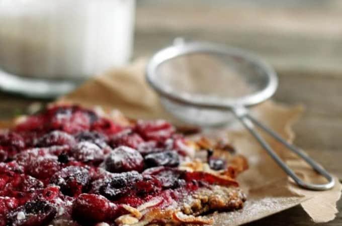 Rustik tærte med marcipan og bær