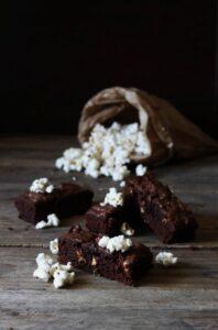 brownies med popcorn - opskrift