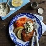 Grov picklessauce m. nystegte rødspætter og gulerodssalat