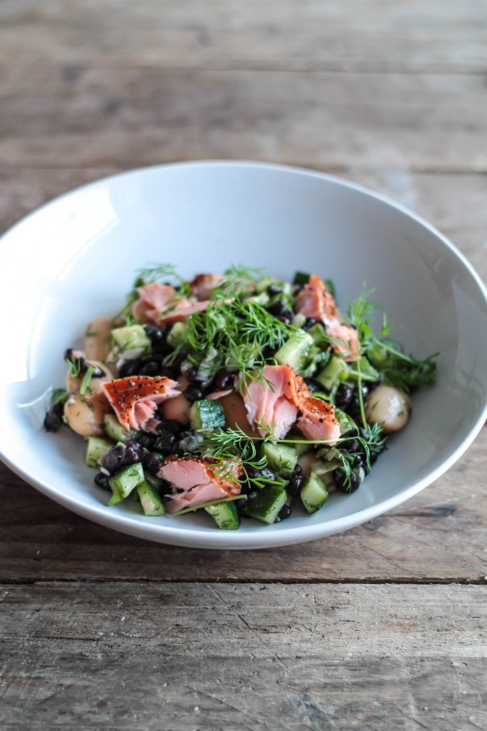 salat med bønner og laks