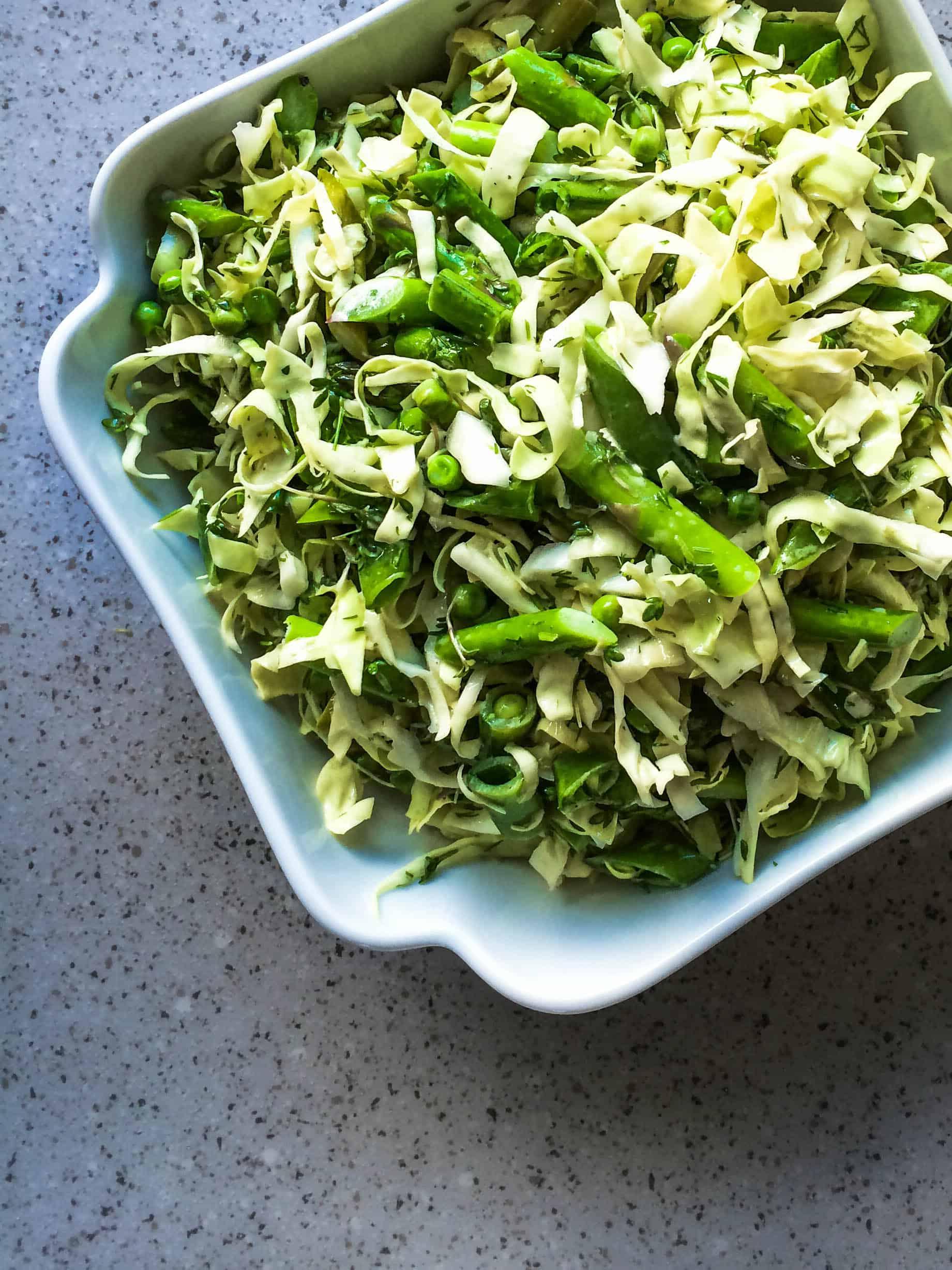 Forårssalat Med Asparges Spidskål Og ærter Frisk Og Lækker Salat