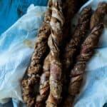 Rugbrødsvridere med serranoskinke