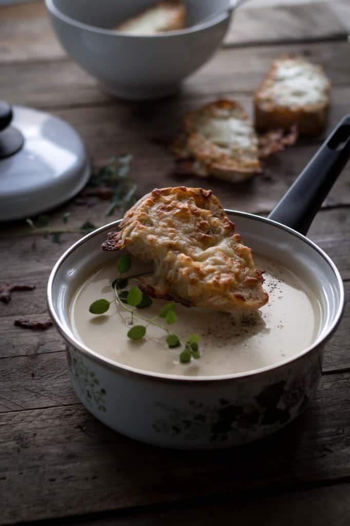 Blomkål/løgsuppe med ostebrød