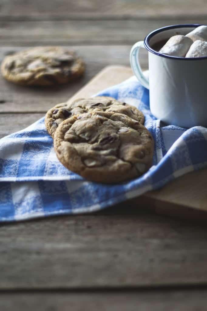 chokolade cookies med nødder opskrift