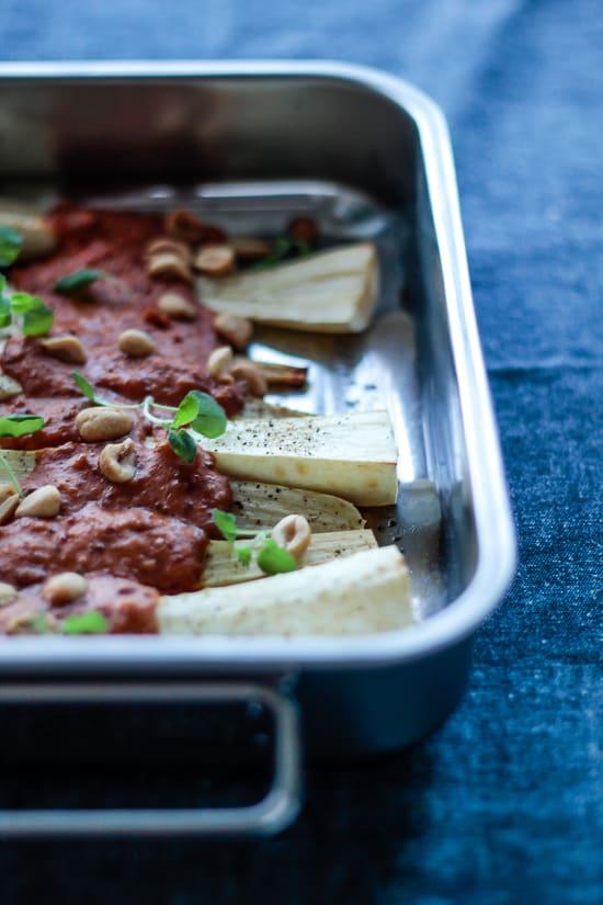 peanutgratinerede - bagte- pastinakker - nem aftensmad (1)