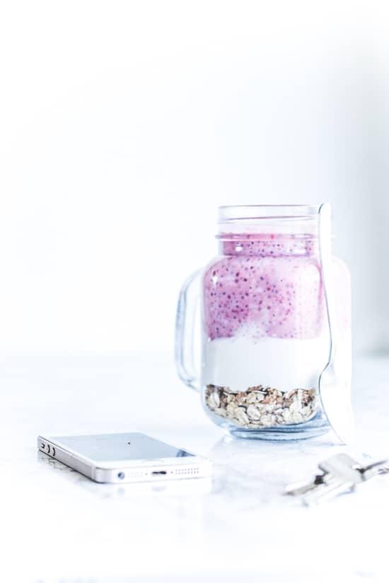 chia grød med græsk yoghurt og hindbær - morgenmad opskrift (1)