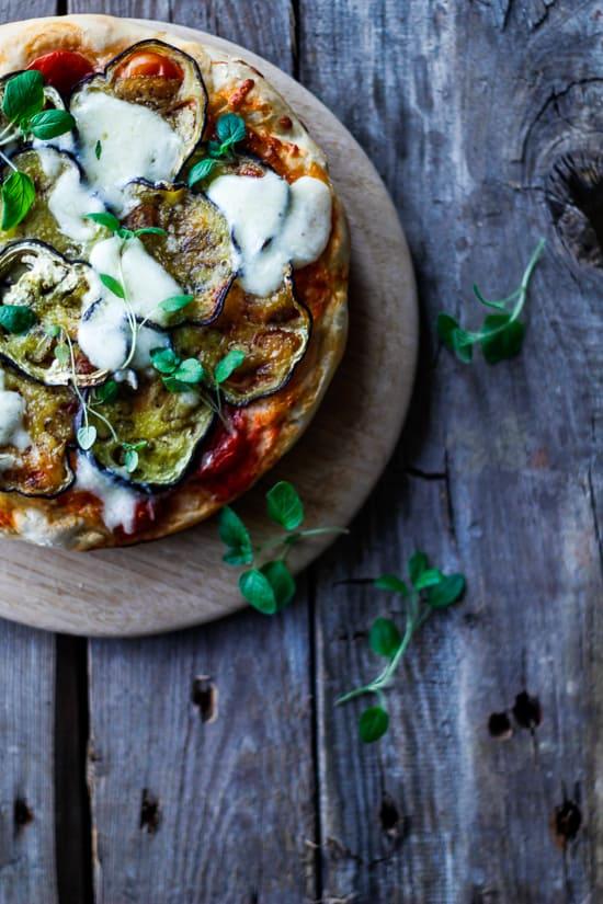 deep pan aubergine pizza - pizza med tyk bund