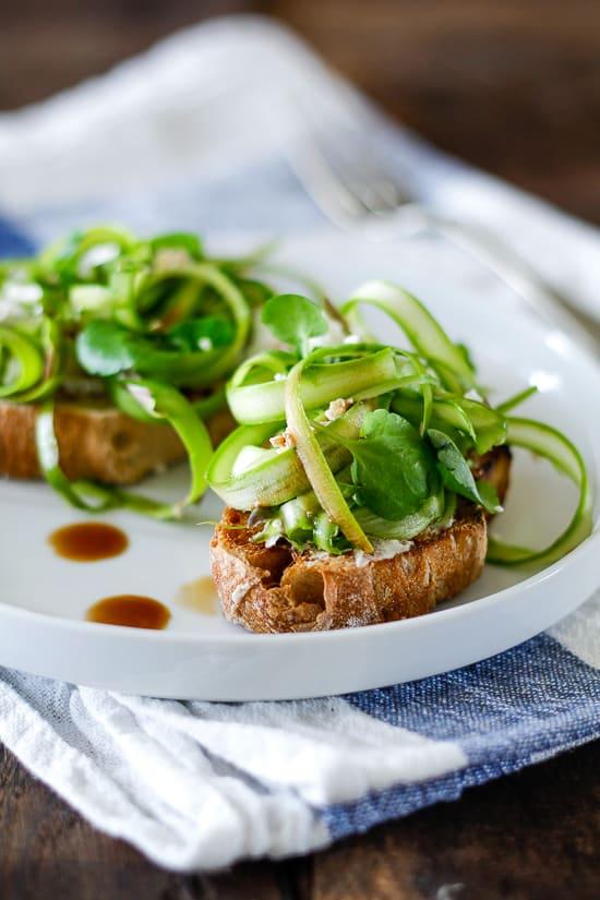 Crostini med asparges og feta