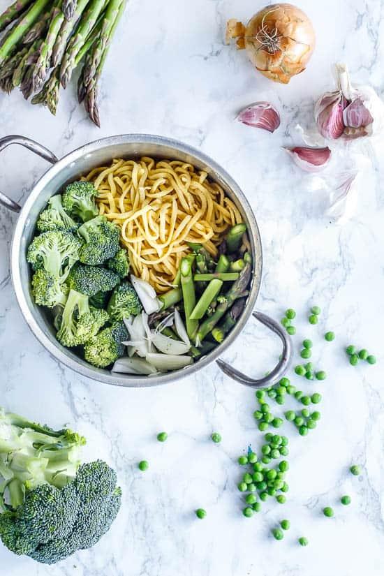 One Pot Pasta / Frisk pasta med forårsgrøntsager