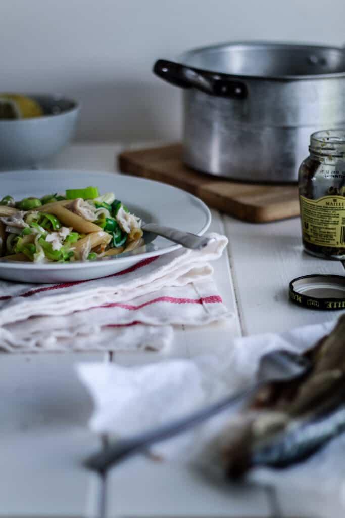 pasta med porrer og makrel - aftensmad - mad opskrift
