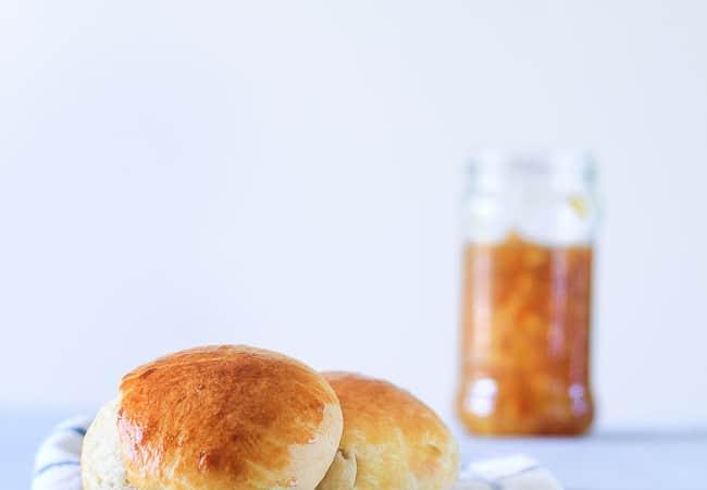 brioche opskrift - fransk klassisker - brød med smør