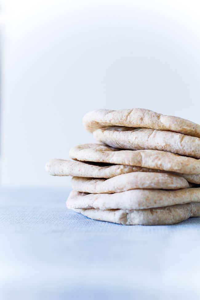 grove pitabrød - opskrift på hjemmebagte pitabrød med fyld - madbrød (