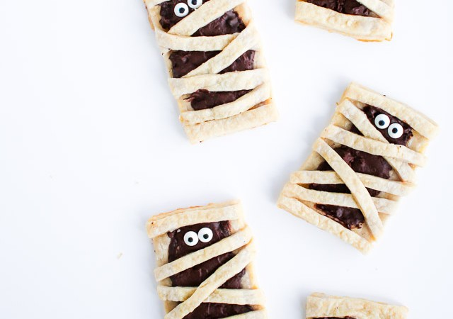 Mummy chocolate pop tart - fun recipe for Halloween